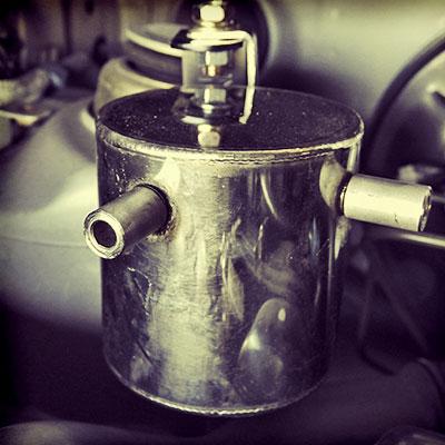 R2:オイルキャッチタンクの配管