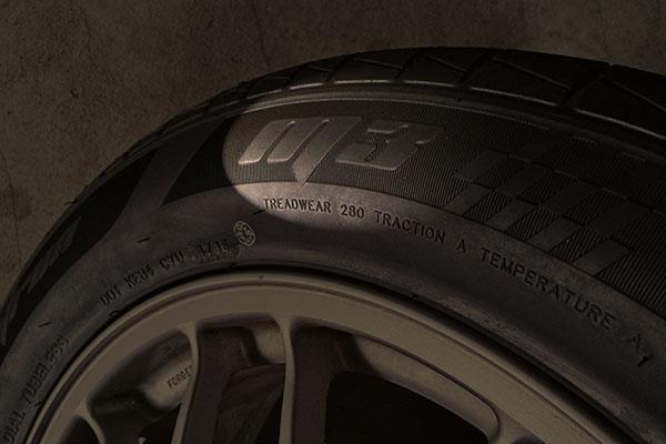 フォレスター:タイヤ組換 MOMO Outrun M3