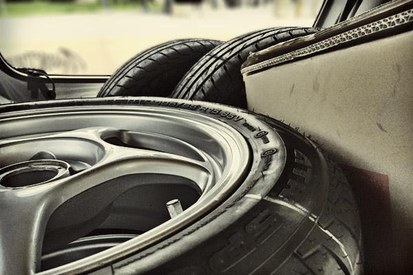 ロードスター:タイヤ組み込み