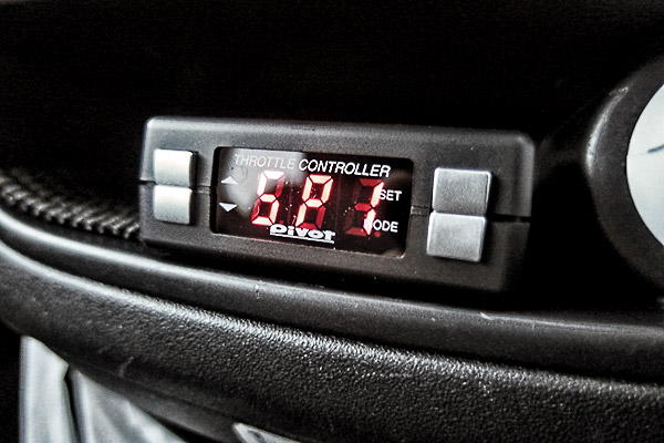 R2:PIVOT 3-drive COMPACT スロットルコントローラ装着