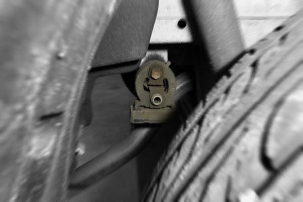 ワゴンR:マフラーサポート交換